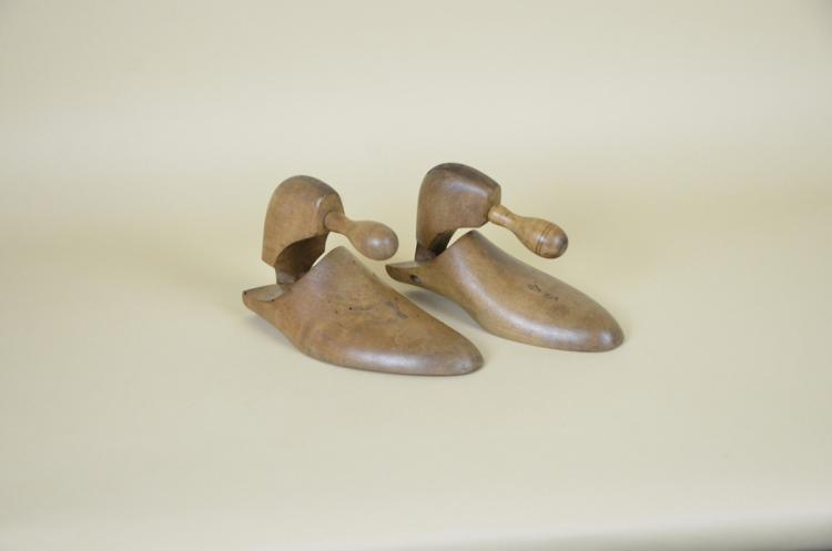 1900s-Italian-Vintage-Wooden-Shoe-Tree